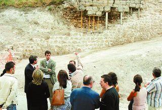 Varias autoridades observan el desarrollo del proyecto
